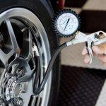Как определить и поддерживать правильное давление в шинах?