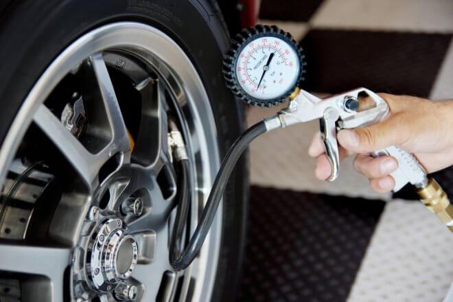 Замер давления в шинах