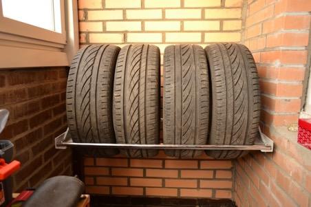 Вариант хранения колес