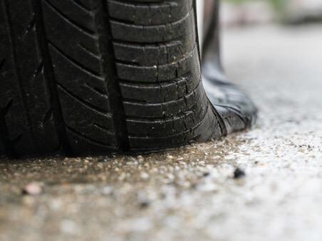Ездить на спущенных колесах опасно