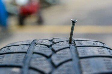 Гвоздь в шине