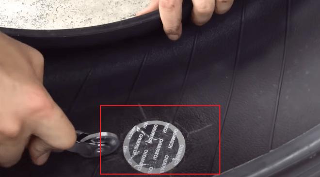 приклеивание латки для ремонта резины холодной вулканизацией для легкового автомобиля
