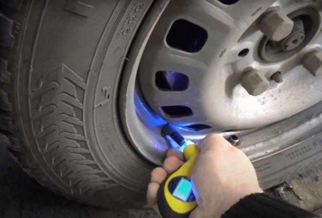 цифровой манометр для измерения давления в шинах легкового автомобиля
